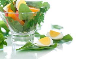 sorrel salada e tomate com ovo foto