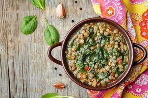 sopa de espinafre de lentilha foto