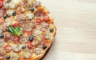 pizza regina caseira foto