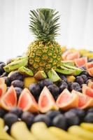 abacaxi de boa aparência e saborosa comida na recepção do casamento foto