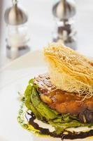 crostada de pêra e chevre orgânicos (crostini) foto