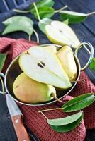 peras frescas foto