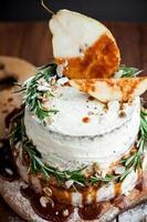 pêra fresca na torta de creme foto