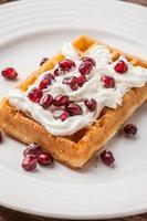 waffles com romã. foto