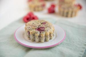 muffins de framboesa com sementes de papoila foto