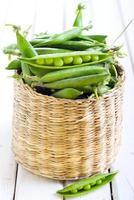 folhas de salada verde foto