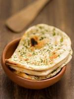 pão naan indiano rústico foto