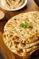 pão indiano naan caseiro foto