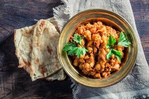 chanala indiano masala com grão de bico foto