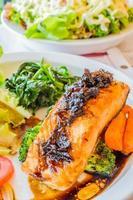 bife de salmão foto
