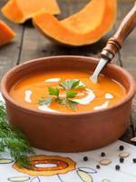 sopa de abóbora com creme foto