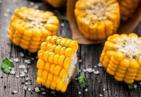 delicioso milho grelhado foto