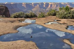reflexão da piscina de água foto