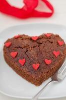 bolo de brownie em forma de coração foto
