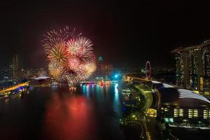 fogos de artifício para o ano novo em cingapura foto