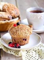 muffins de baga de trigo integral foto