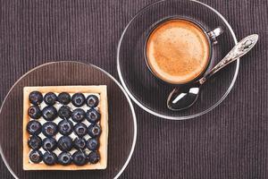 torta de mirtilo e café foto
