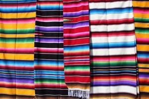 roupas tecidas à mão