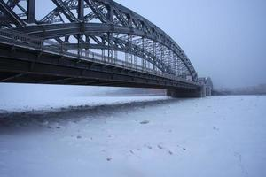 Pedro a grande ponte no inverno foto