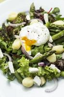 salada com aspargos e nhoque. foto