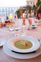 sopa de creme de aipo foto
