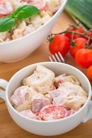 salada de tortellini foto