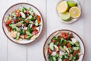 salada fattoush foto