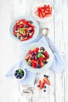 salada de frutas frescas foto