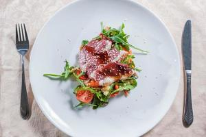 salada com carne foto
