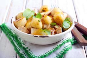 salada de batatas novas foto