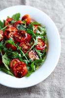 salada de tomate cereja e rúcula