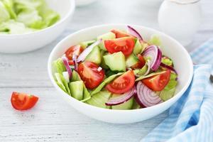 salada com legumes foto