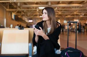 jovem passageira do aeroporto foto