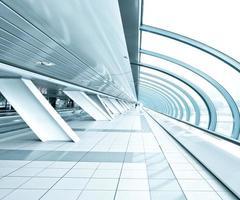 teto azul texturizado dentro do aeroporto foto