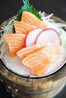 sashimi de salmão fresco cru foto