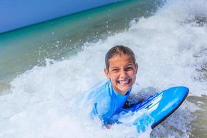 menina com surf foto
