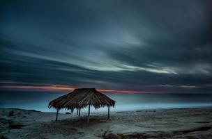 cabana de surf windansea ao pôr do sol