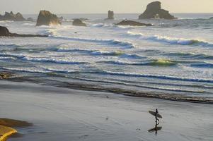 surfista solitário foto