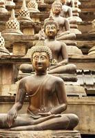 Buda em posição de lótus foto