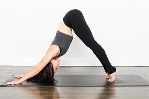 série de ioga - cão descendente foto