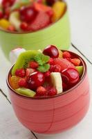 copos com frutas foto