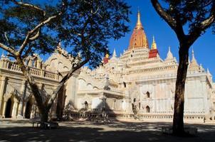 templo de ananda em bagan, myanmar foto