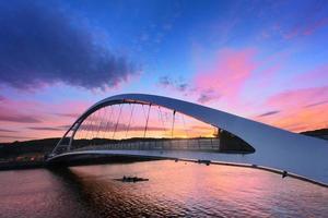 ponte plentzia ao pôr do sol foto