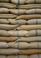 sacos de cânhamo contendo arroz foto