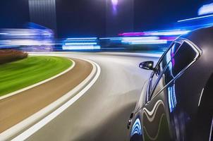 dirigindo um carro à noite