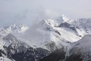 montanhas no inverno foto