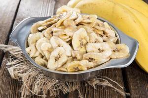 tigela com lascas de banana