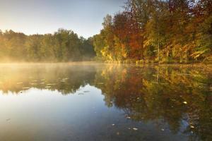 lago de outono.