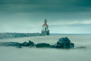 farol em uma tempestade de vento foto