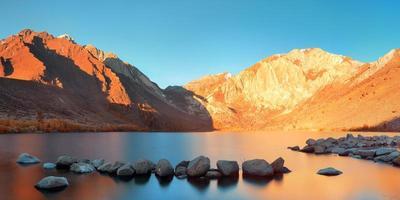 lago de montanha de neve